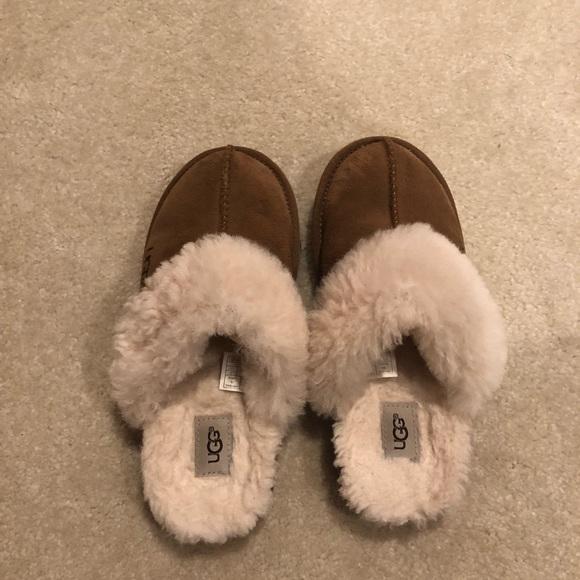 cb21034ade2 Girls Ugg Slippers Size 2